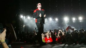 Bono, en el concierto de U2 en el Camp Nou en agosto del 2005.