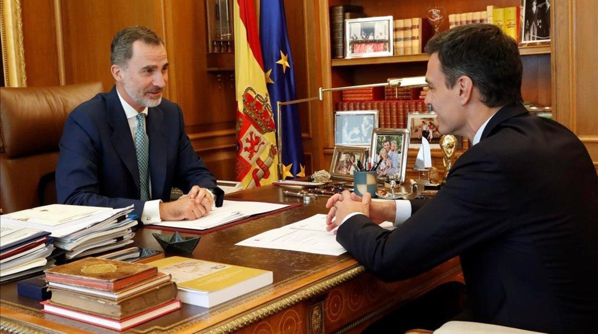 El rey Felipe VI y Pedro Sánchez, en el primer despacho que ambos mantuvieron, el 16 de julio de 2018, con el dirigente socialista como presidente del Gobierno.