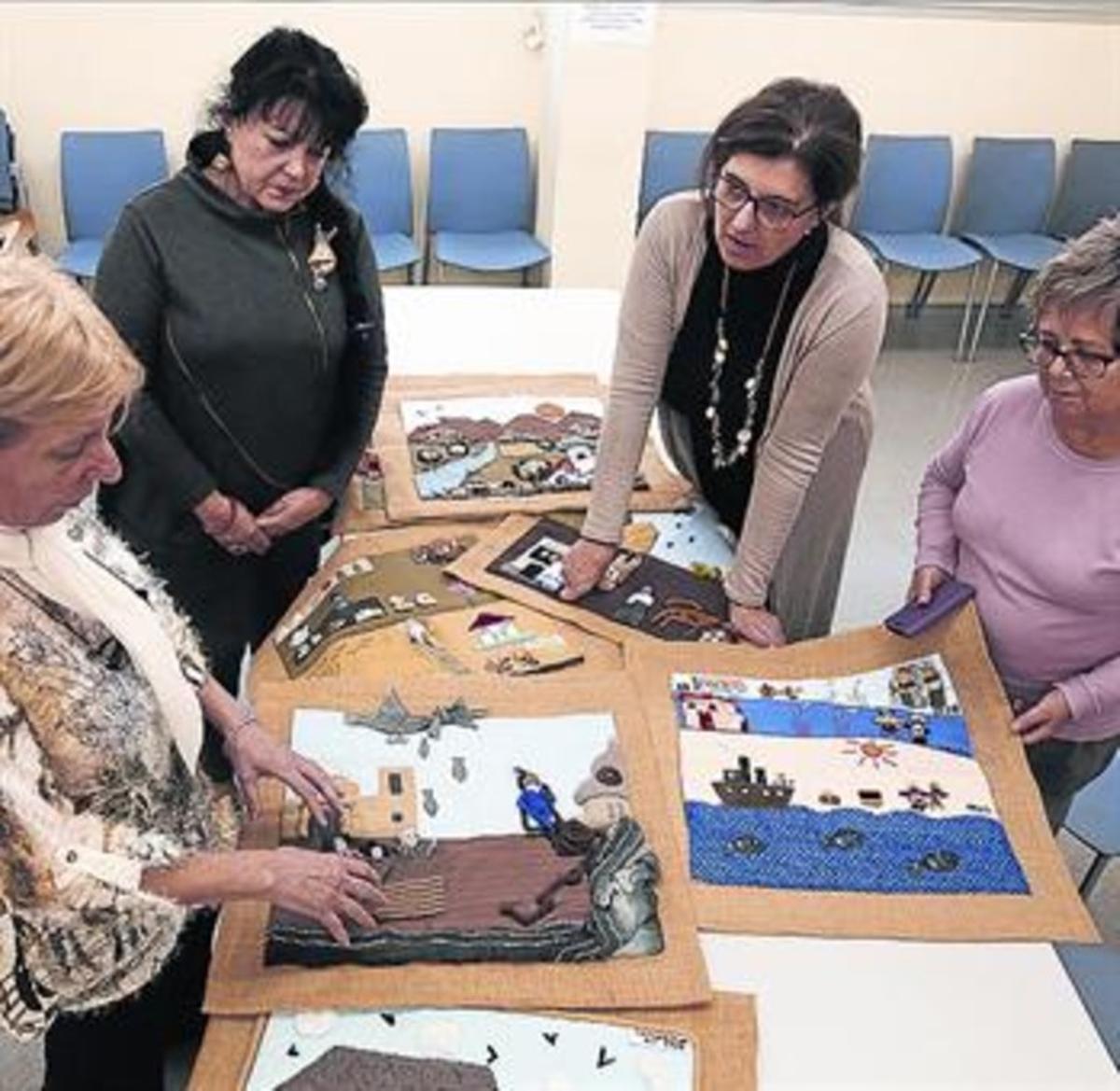 Las arpilleristas Bonavila, Ferran, Mascaró y Arasa, con sus tapices.