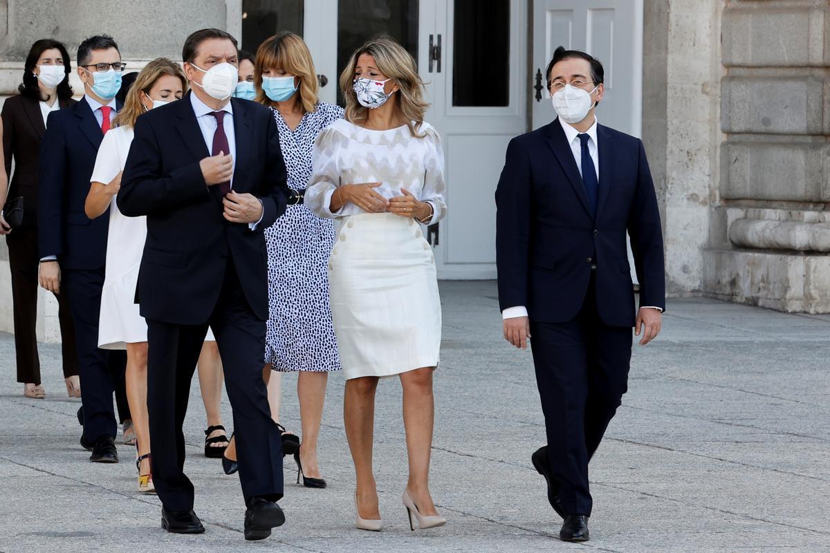 La vicepresidenta segunda, Yolanda Díaz, arropada por Luís Planas y José Manuel Albares, ministros de Agricultura y Exteriores, respectivamente