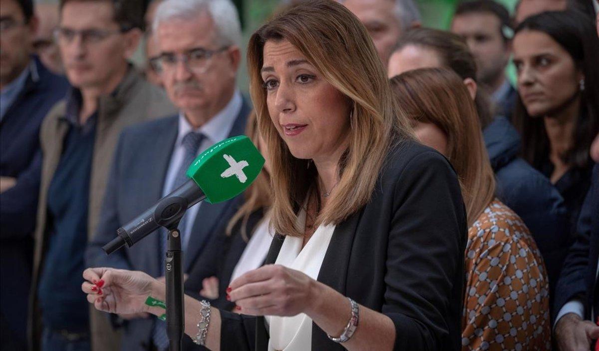 La presidenta andaluza, Susana Díaz, en rueda de prensa en la sede del partido en Sevilla.