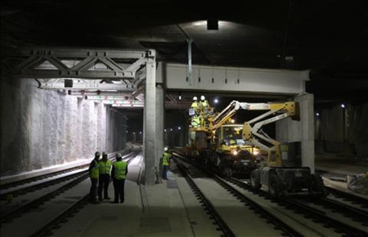Conexión de las vías del túnel del AVE del Eixample con la estación de Sants, en octubre. ELISENDA PONS
