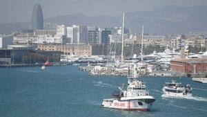 El buque de la ONG Proactiva Open Arms ha zarpado desde el puerto de Barcelona, donde llevaba bloqueado más de cien días atracado.