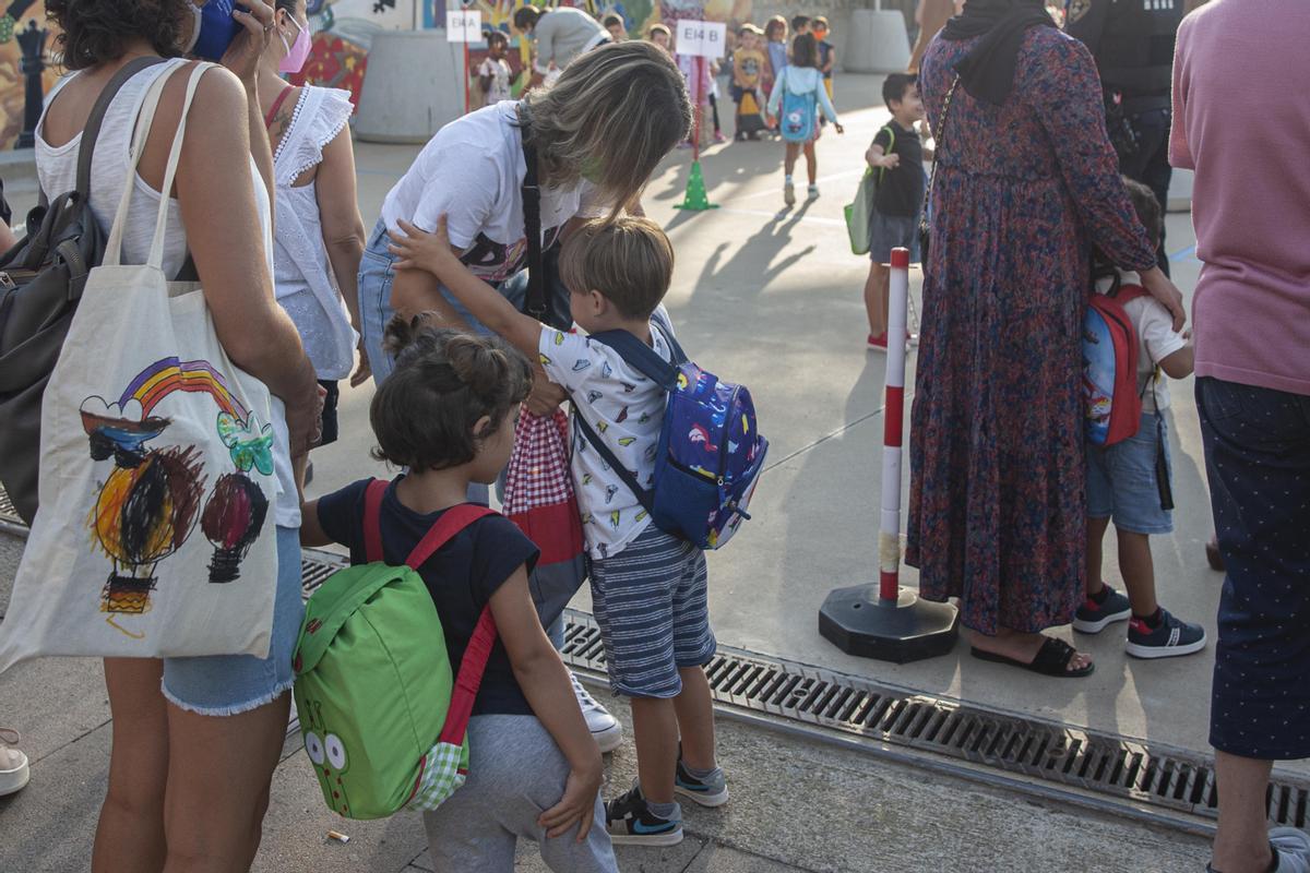 Vuelta a clase en el colegio Josep Madrenys de Vilobí d'Onyar.