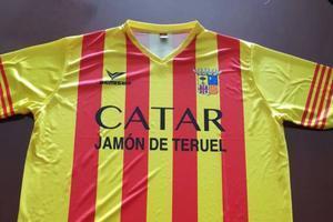 La camiseta con el escudo de Aragón y el lema 'Catar jamón de Teruel' de la empresa La Manolica.
