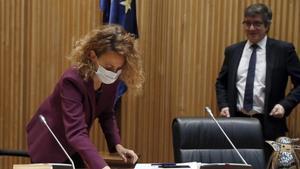 Meritxell Batet  al inicio de la nueva comisión para la construcción social y económica constituida en la Cámara Baja, de la que ha sido elegido presidente Patxi López.