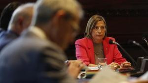 La presidenta del Parlament, Carme Forcadell, de nuevo ha reunido a la Mesa.