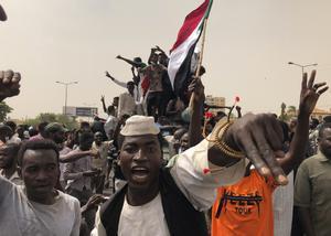 La oposición alcanza un acuerdo con los militares y suspende las jornadas de protestas en Sudán