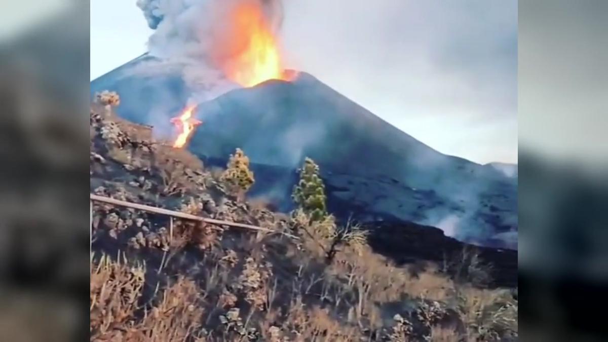 Paso del río de lava desde la ladera norte del volcán de La Palma.