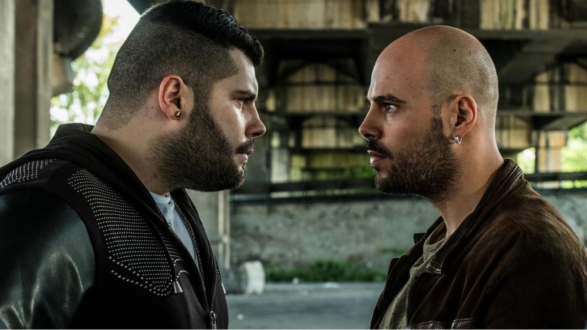 Los actores Salvatore Esposito(Genny) y Marco D'Amore(Ciro), en una escena de la serie de Sky 'Gomorra 3'.