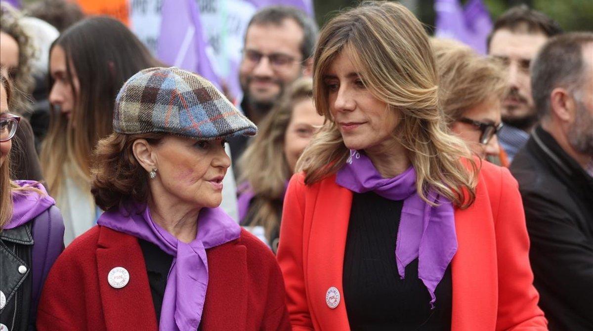 Begoña Gómez, con Carmen Calvo en la manifestación del 8-M en Madrid.
