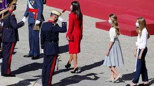 La princesa de Asturias, entre su madre y su hermana, en el acto de este lunes en Madrid.