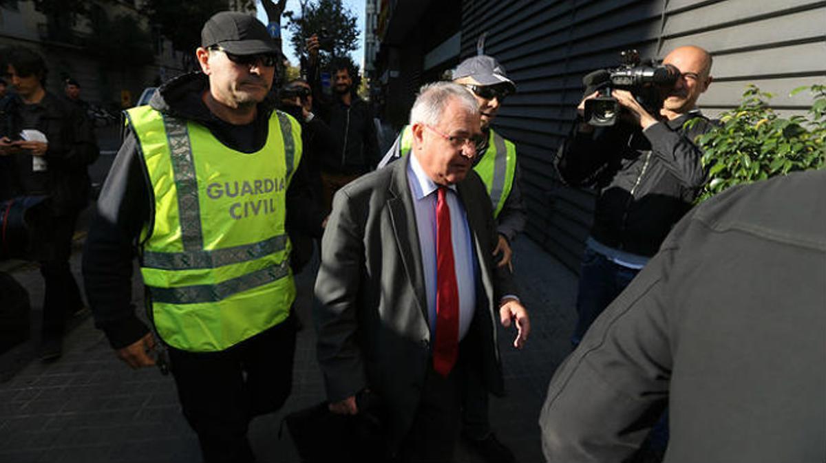 Los agentes han detenido adiez personas y hacen registros en domicilios y sedes mercantiles de Barcelona y Madrid.