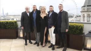 El director Francis Lawrence, Matthias Schoenaerts, Jennifer Lawrence, Joel Edgerton y Jeremy Irons.