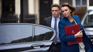 Los actores Richard Madden y Keeley Hawes enla serie 'Guardaespaldas', que en España estrena Netflix.