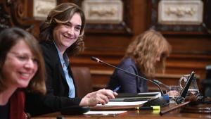 Ada Colau, durante un pleno del Ayuntamiento de Barcelona.