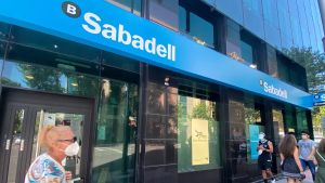 El Sabadell fichará a 200 gestores jóvenes de banca de empresas