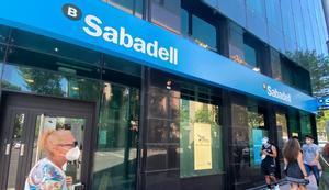 El Sabadell recibe más de 1.800 adhesiones al plan de salidas