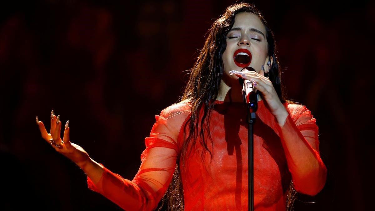 Rosalía, durante su actuación en la gala de los Goya.