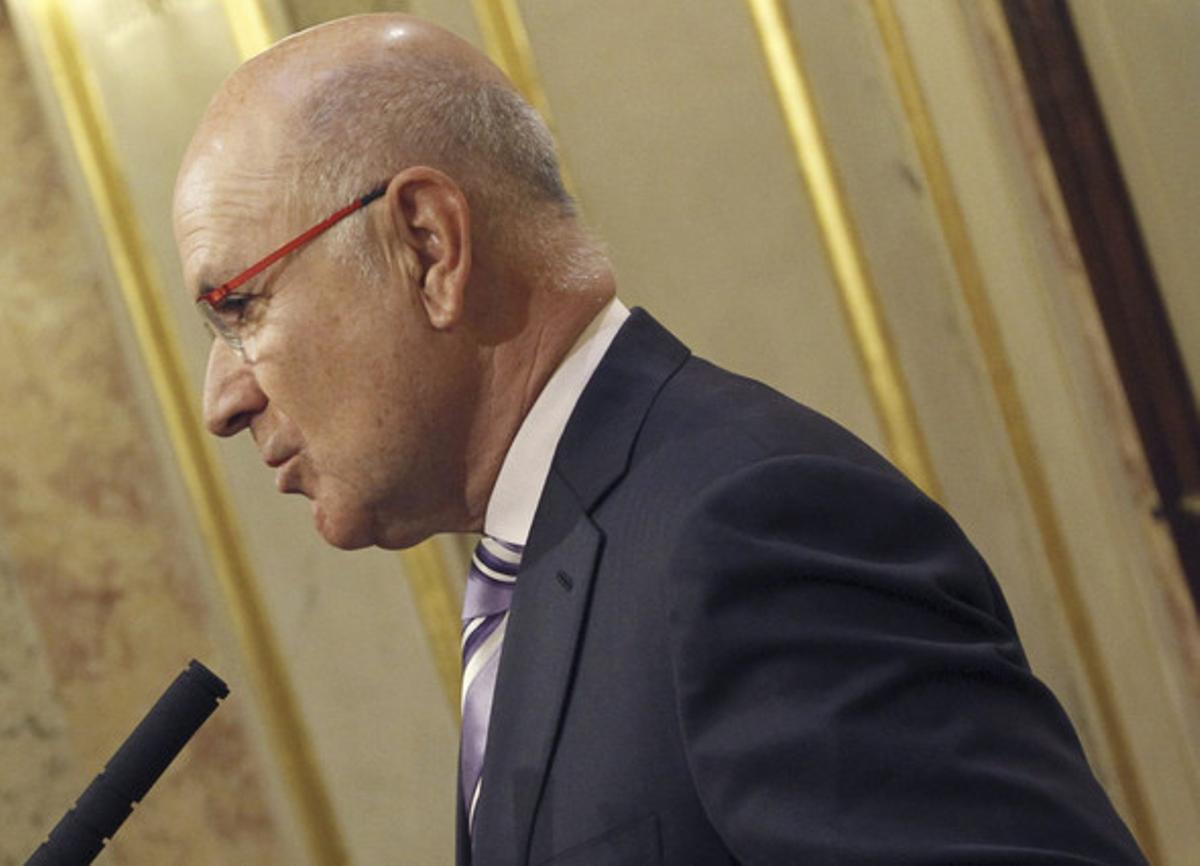El portavoz de CiU en el Congreso, Josep Antoni Duran i Lleida, durante las declaraciones que ha realizado hoy tras escuchar en el pleno del Congreso al ministro de Hacienda, Cristóbal Montoro