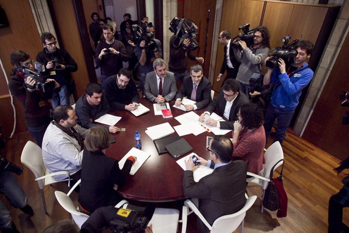 Reunión de los representantes de CiU, ERC, PSC, ICV-EUiA y la CUP en el Parlament, el pasado 18 de enero.