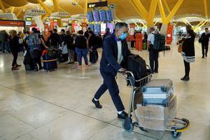 Colombia extrema las medidas de seguridad en los aeropuertos para evitar el avance del coronavirus.