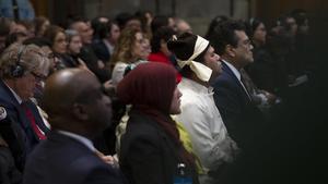 Representantes de la minoría rohinya escuchan el veredicto en el tribunal de La Haya.