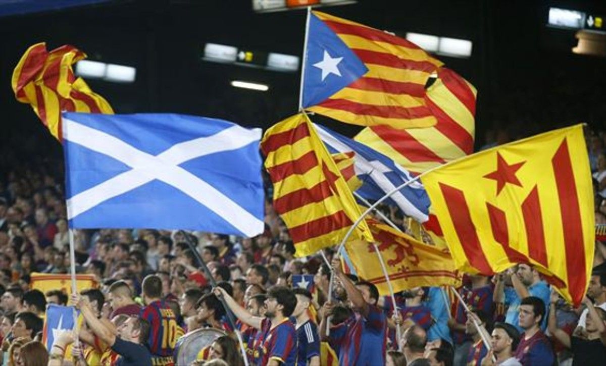 Banderas independentistas en un partido del Barça.