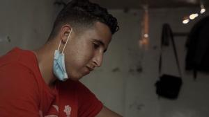 Testimonio de Younes, marroquí que ha abandonado un centro para inmigrantes en Canarias ante las condiciones de insalubridad.