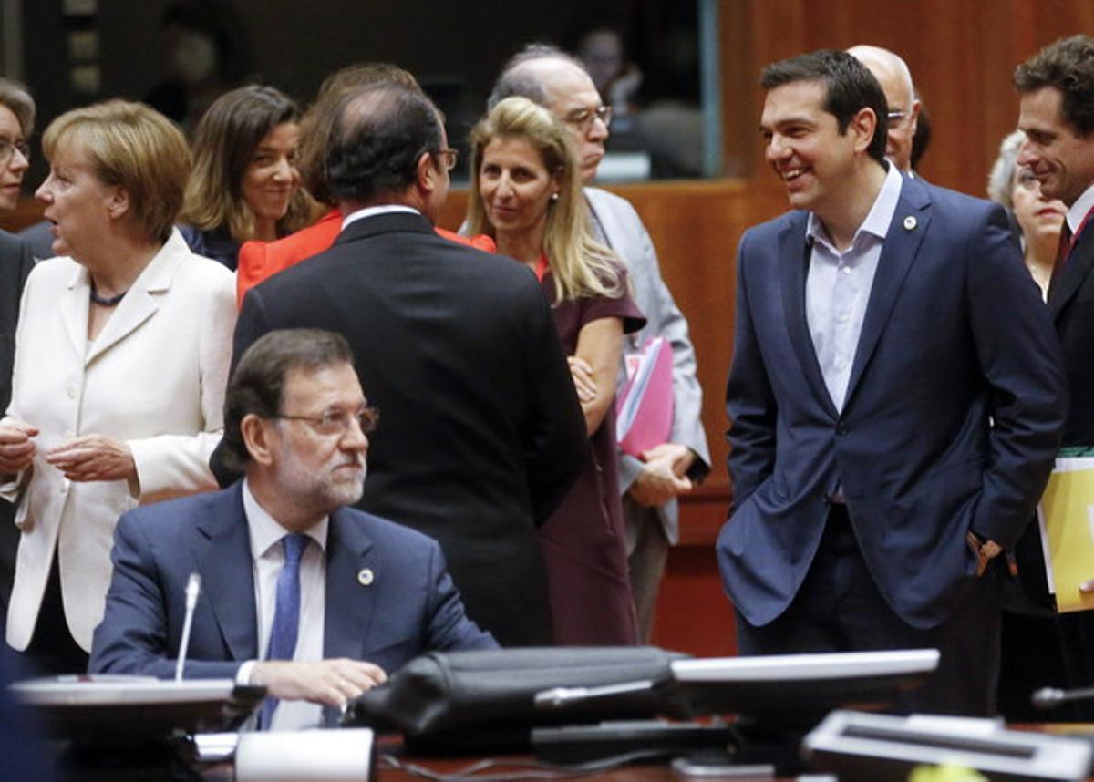 Rajoy, solo, ante Merkel, Tsipras y Hollande, este domingo en la cumbre de Bruselas.