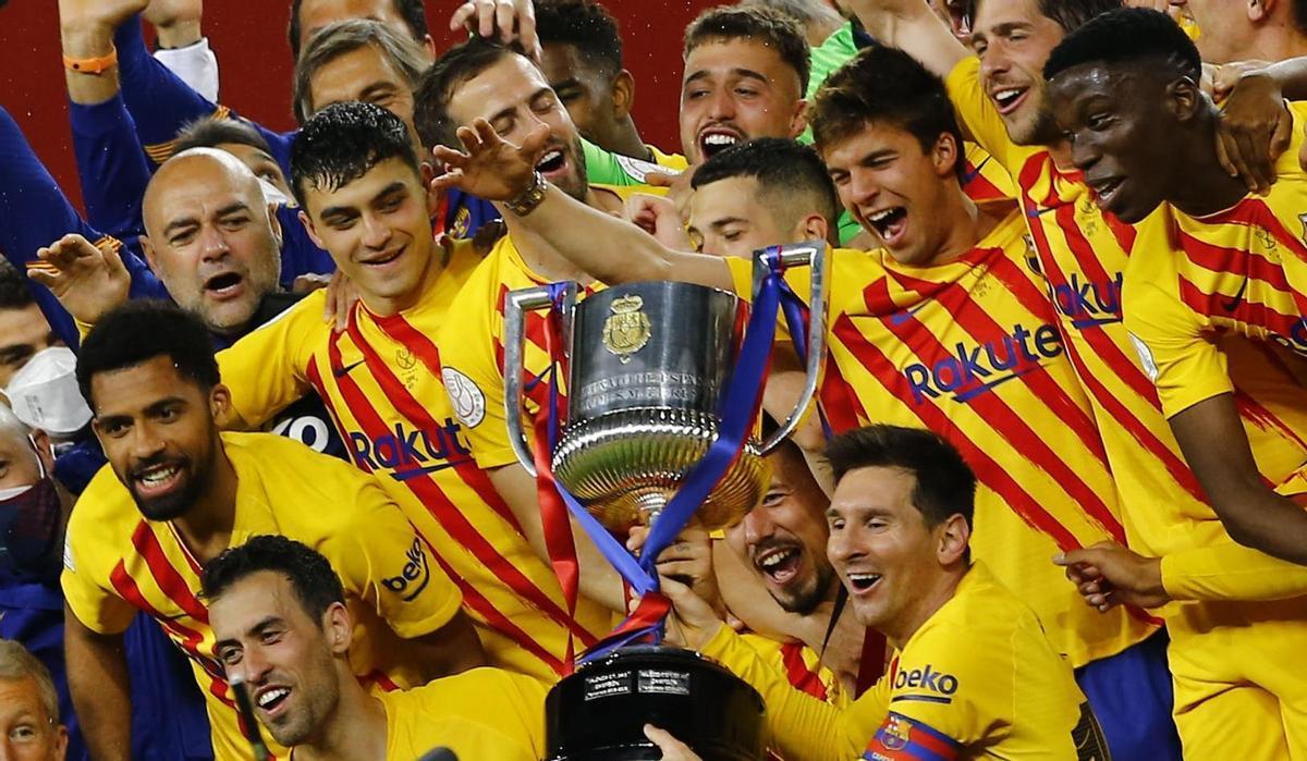 Los jugadores del Barça celebran la conquista de la Copa del Rey.