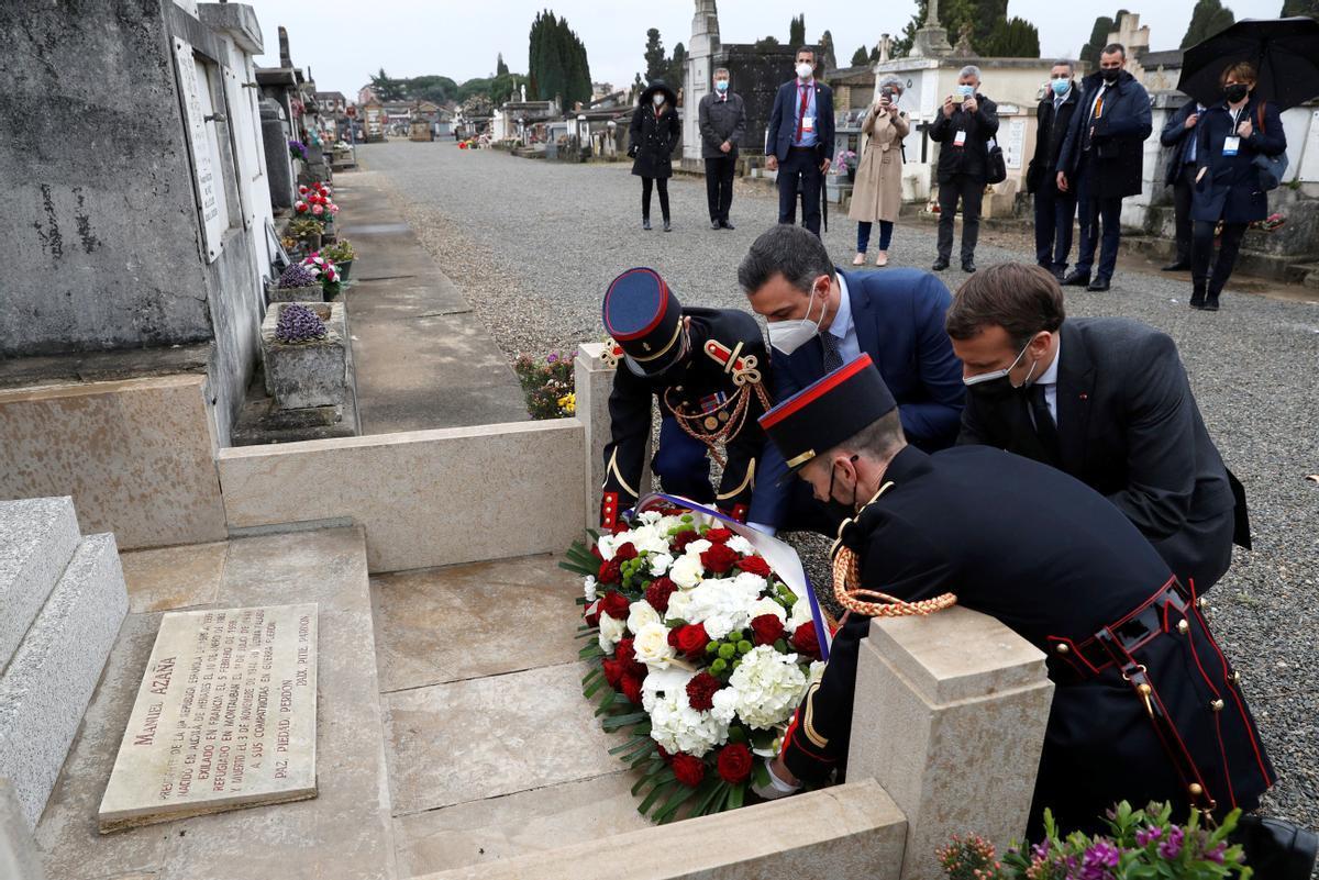 Pedro Sánchez y Emmanuel Macron en el homenaje a Azaña.