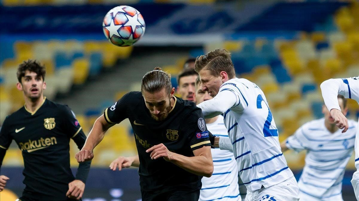 Mingueza asiste a Braithwaite en el 0-2 del Barça en Dinamo de Kiev.