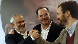 El presidente del Grupo Cs en el Parlamento de Cataluña, Carlos Carrizosa, elcandidato a lehendakari por la coalición PP+C's, Carlos Iturgaiz, y el presidente del PP, Pablo Casado (de izquierda a derecha)