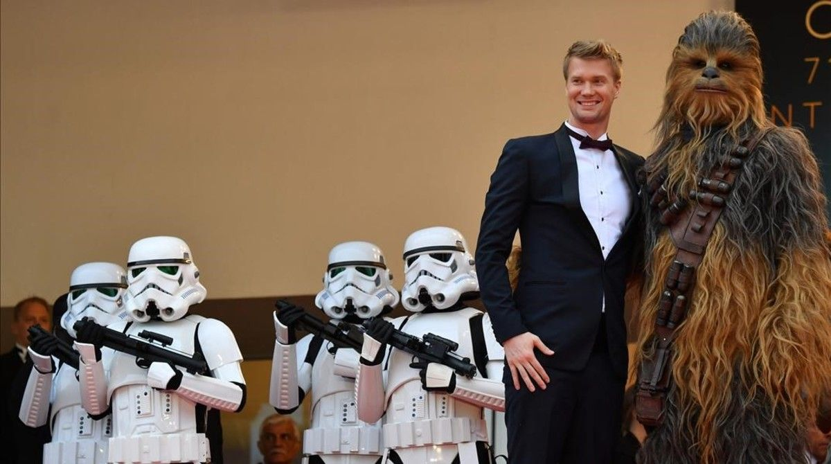 Actor Joonas Suotamo poses with Chewbacca at the Cannes Film Festival.
