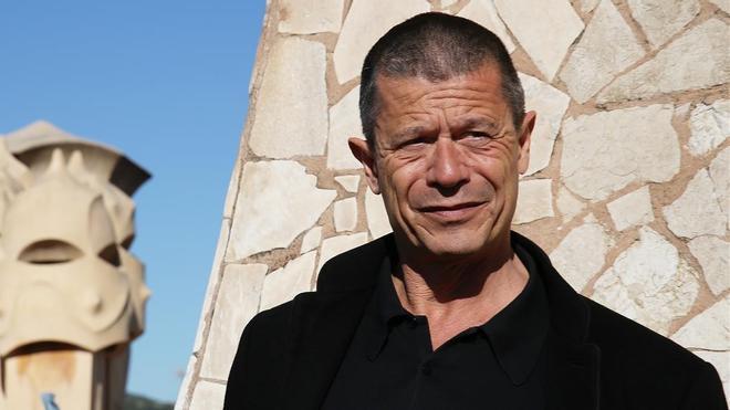Emmanuel Carrère, en la terraza de La Pedrera.