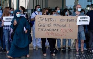 Protesta de los sanitarios del Hospital del Mar, en Barcelona.