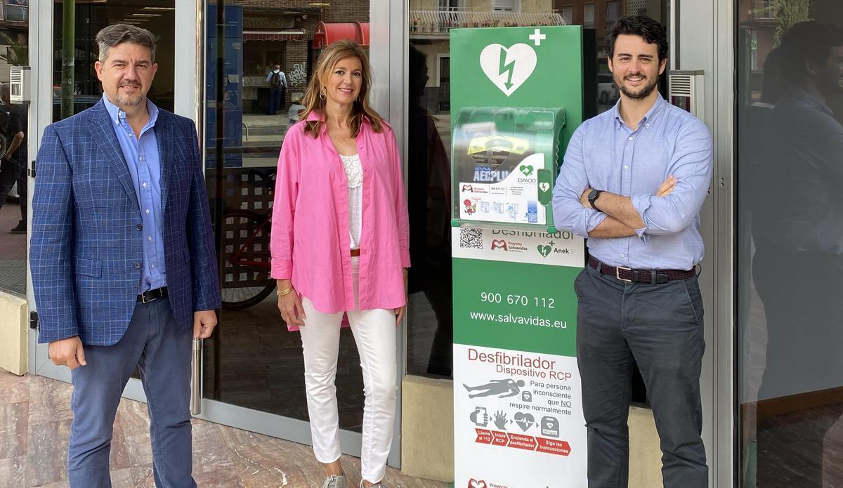Equipo de Proyecto Salvavidas (de izq. a drcha.): Rubén Campo, socio fundador; Cristina Puyuelo del equipo comercial; y Carlos Fernández, ceo