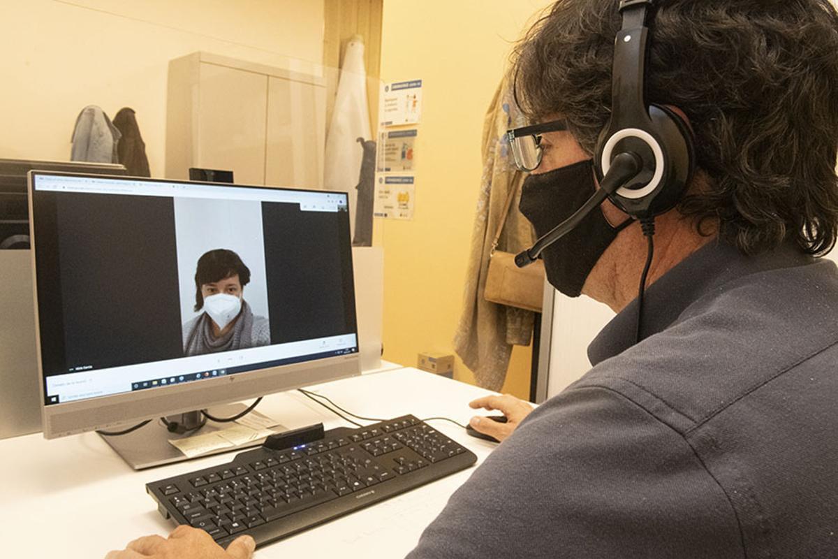 Esplugues pone en marcha la atención ciudadana por videollamada