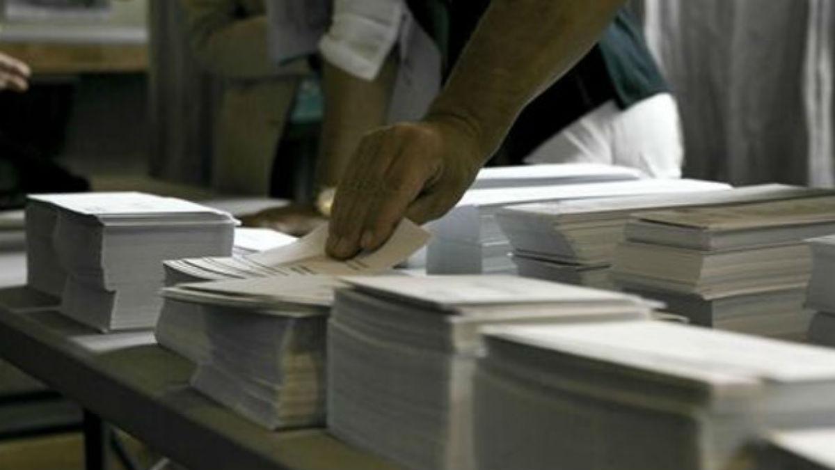 Papeletas,en un colegio electoral.