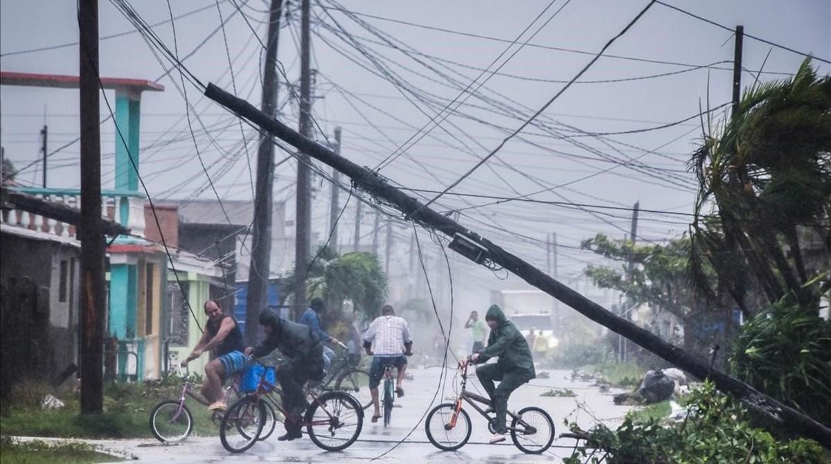 L''Irma' deixa Cuba sense causar morts però sí moltes destrosses materials