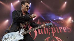 Johnny Depp, actuando con su banda. Hollywood Vampires.