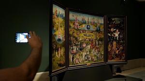 'El jardín de las delicias', en la remodelada sala del museo del Prado.
