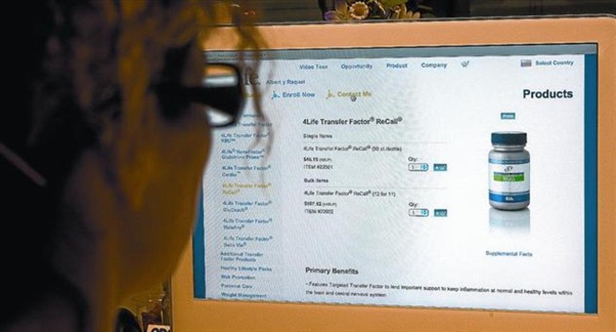 La página web del médico Albert P. y la enfermera Raquel F., distribuidores de 4Life, a través de la cual se puede adquirir Recall, ayer por la tarde.