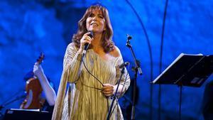 Maria del Mar Bonet, en el espectáculo 'Una veu per a la Sibil·la', en el Teatre Grec (julio del 2011).