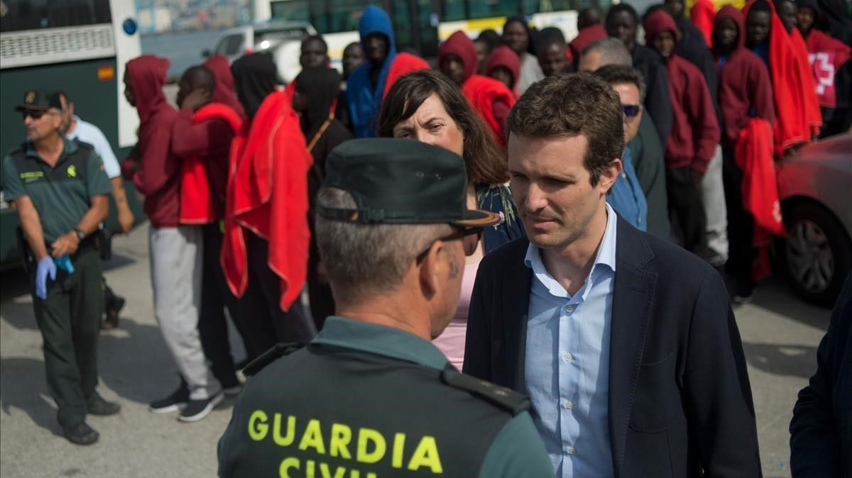 El presidente del PP, Pablo Casado, en su visita este agosto a Algeciras.