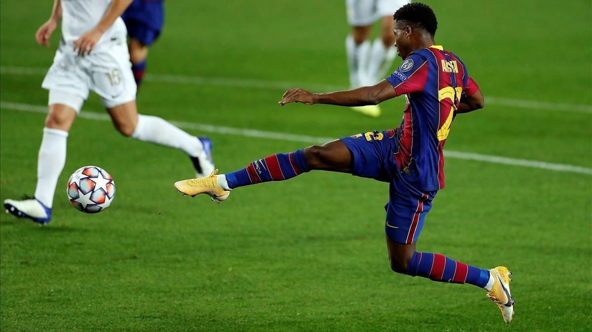 Ansu Fati marca el segundo gol del Barça al Ferencvaros en la Champions.