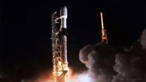 Un avió obliga a avortar l'enlairament del coet d'SpaceX