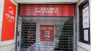 Los cines Comèdia de la cadena Yelmo, en Barcelona, cerrados temporalmente.