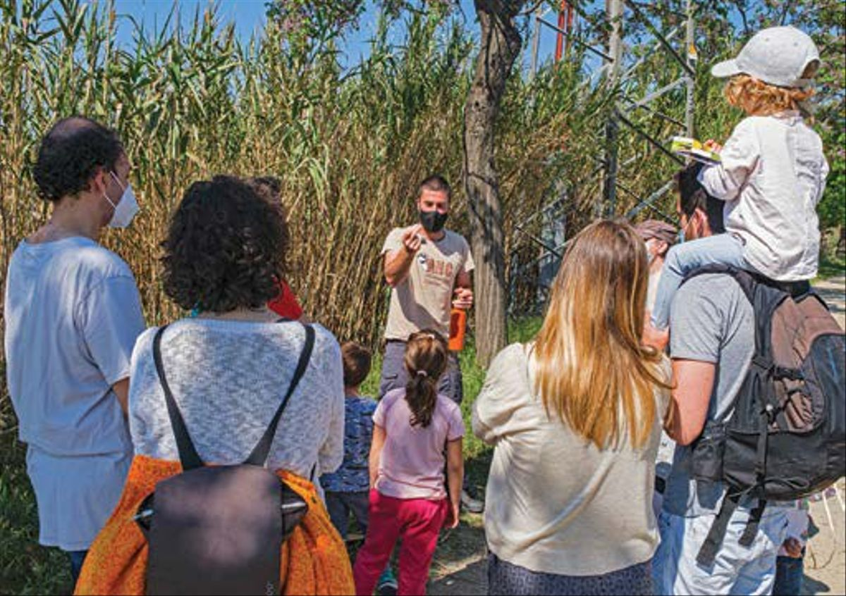 Un grupo de familias de Cornellà celebran la semana de la naturaleza